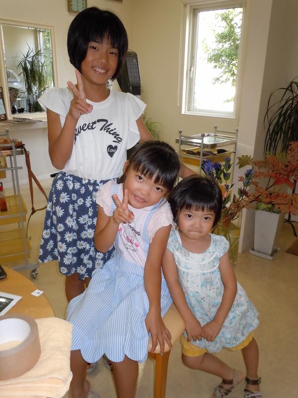 こちらは三姉妹